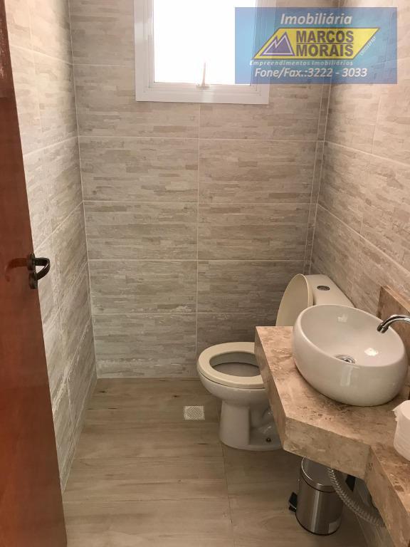 ótimo imóvel,com acabamento em porcelanato e granito,3 dormitórios uma suite uma sala íntima,2 salas, cozinha americana,despensa...