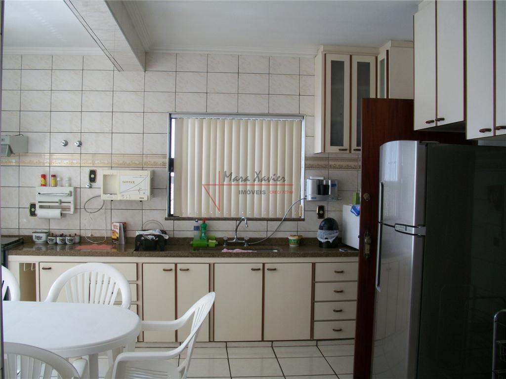 casa em condomínio fechado, com 4 suítes, dependência funcional, sala 2 ambientes, sala home, área de...
