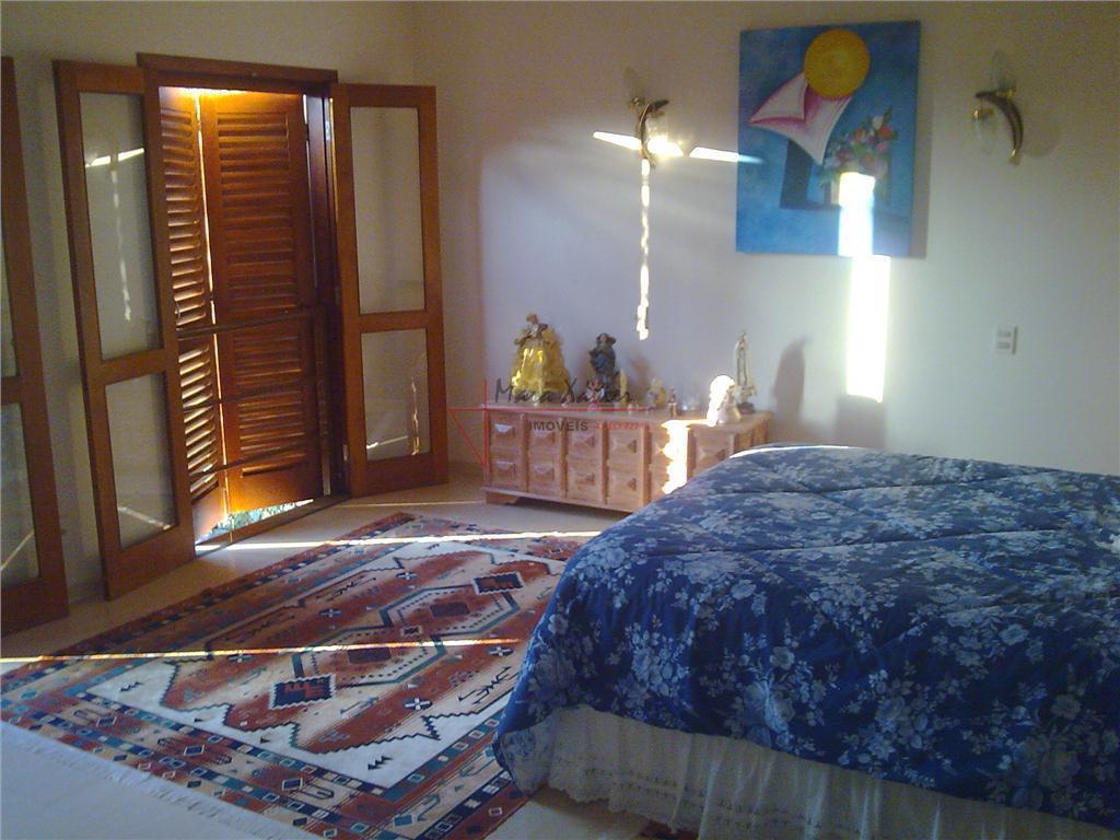 casa em condomínio fechado, com 4 suítes, sendo 2 com closet, 4 salas sendo: sala home...