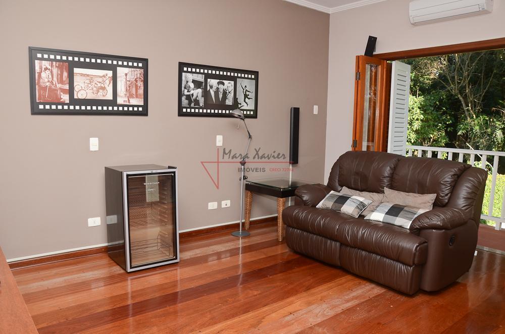 magnífica residência de alto padrão em condomínio fechado, rica em detalhes e acabamentos, excelente aproveitamento da...