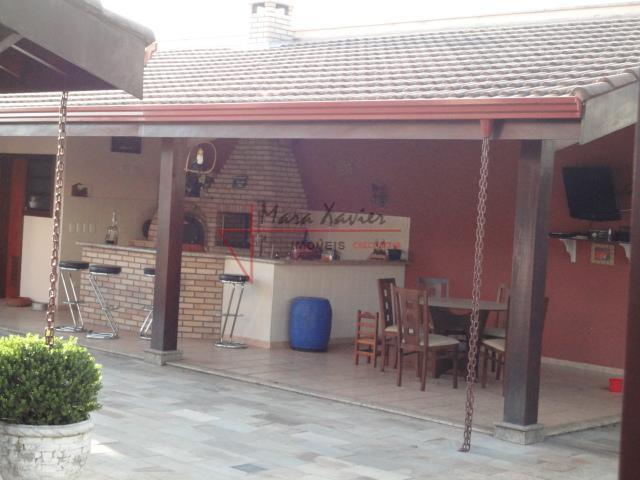 casa em condominio fechado, com 4 suítes no piso superior, uma com terraço de 4 m²...
