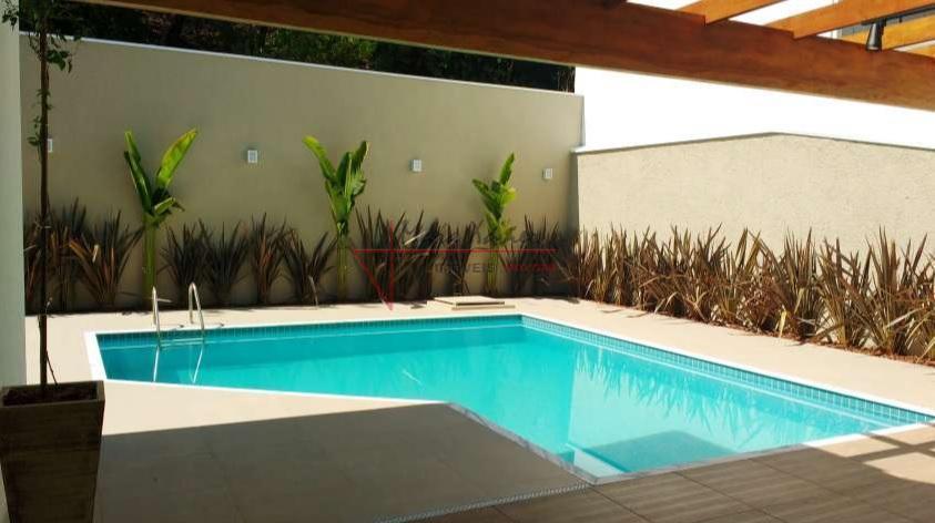 a casa está localizada no melhor condomínio fechado de vinhedo. possibilitando desfrutar a vida ao ar...