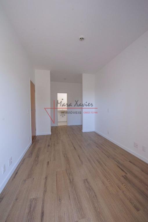 sobrado em condomínio fechado, com 3 suítes, master com closet e sacada, varanda gourmet, sala 2...