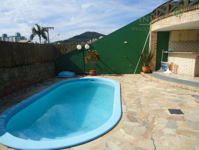 Casa de 5 dormitórios à venda em Itacorubi, Florianópolis - SC