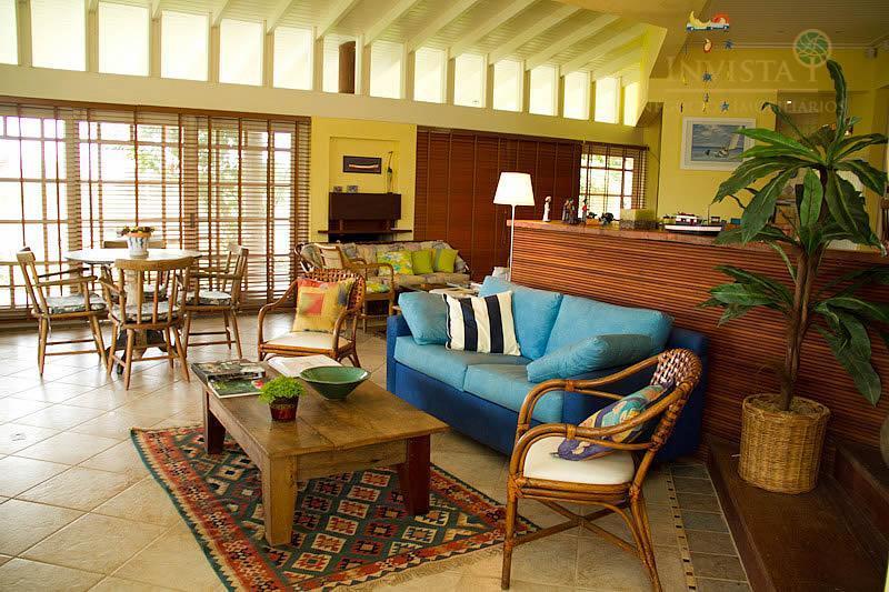 Casa de 4 dormitórios em Santinho, Florianópolis - SC