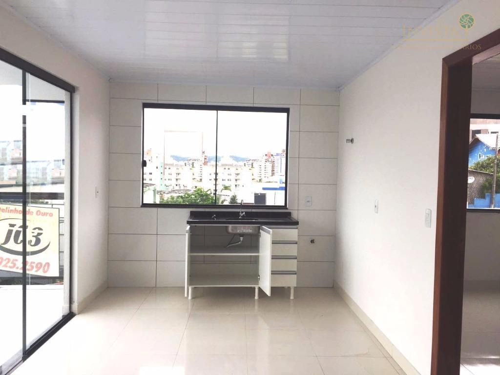 Kitnet de 1 dormitório para alugar em Estreito Florianópolis SC  #644B44 1024x768 Banheiro Container Florianopolis