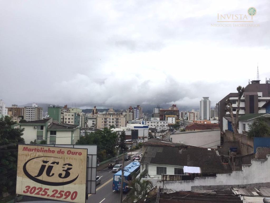 Kitnet de 1 dormitório para alugar em Estreito Florianópolis SC  #4D577E 1024x768 Banheiro Container Florianopolis