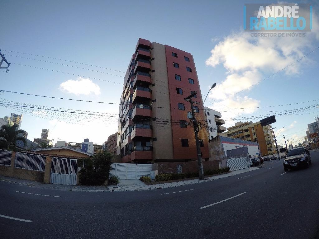 Apartamento residencial à venda, Manaíra, João Pessoa - AP0048.
