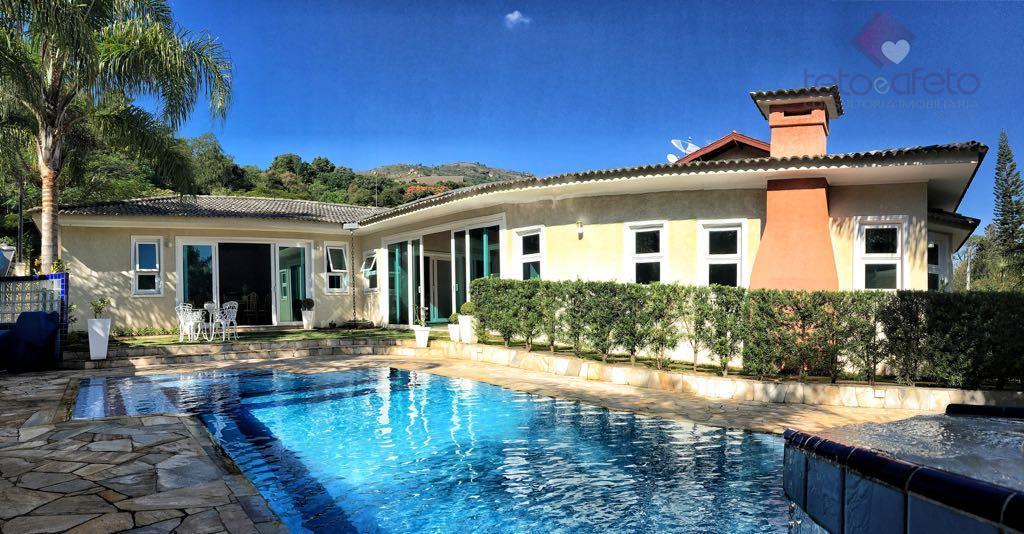 Imobiliária em Atibaia - Casa térrea à venda em Condomínio Fechado, Atibaia. (Região da Al. Lucas Nogueira Garcez)