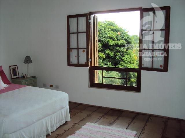 excelente localização, belíssima casa, estilo rustico, amplo jardim com piscina, sala com espaços amplos, sala 03...