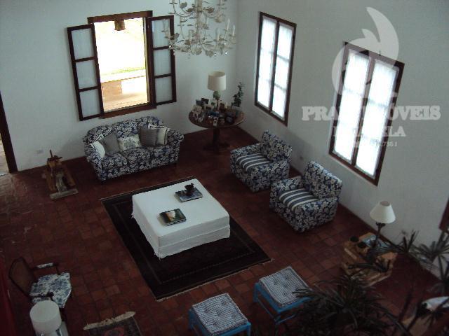 Bela casa, ampla e estilo rústica. Aceita contra proposta