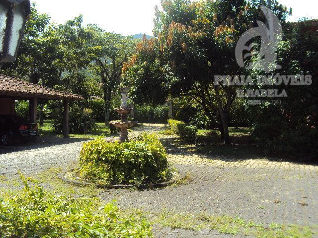 Belíssima casa estilo colonial, rustica, diferenciada, belo área de jardim com piscina !!