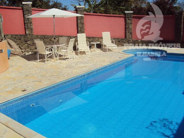 bela casa com jardim, churrasqueira, estilo rustica, casa de caseiro, piscina com gerador de cloro (técnica...