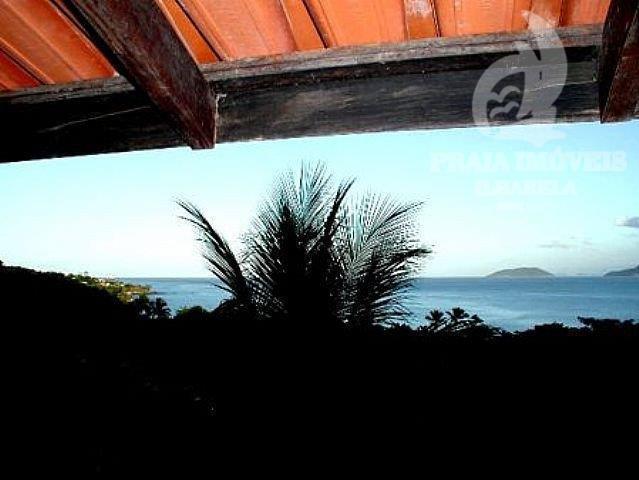 casa há 100 metros da praia, 02 churrasqueiras