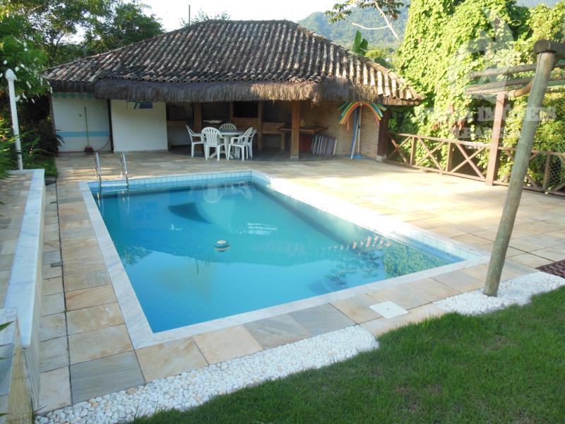 bela propriedade com belo paisagismo, vista para a mata, com piscina, 03 casas e projeto para...
