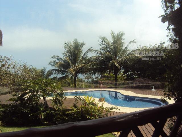 Belíssima casa com belo jardim, vista para a mata e mar em local totalmente seguro e tranquilo!!
