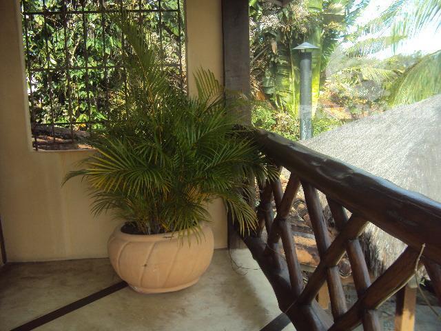 bela casa com fino acabamento, estilo rustico, vista total para o mar, jardim amplo, deck com...