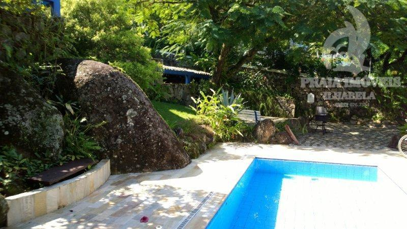OPORTUNIDADE!!! ACEITA PERMUTA POR IMOVEIS EM SÃO PAULO. Casa c/ escritura definitiva. Bela casa c/ jardim e ótima localização!!