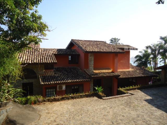 magnífica casa na costeira com pier particular.conta com 02 poitas para uso.locação de fim de ano.