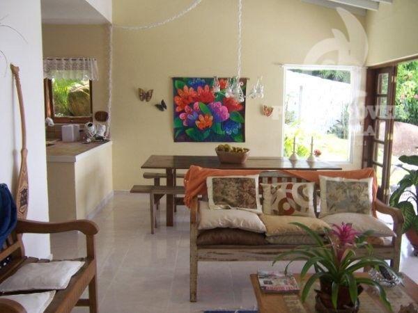 casa em condominio com 04 dormitórios sendo uma 01 suíte, 02 banheiros sociais, sala de estar,...