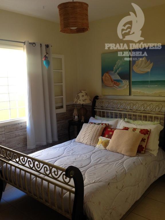 linda casa, impecável, de esquina, rua sem saída e tranquila.possui 3 dormitórios sendo 1 suite, cozinha...