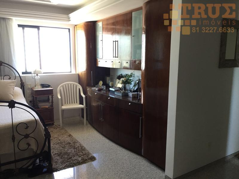 ligue (81) 98715-3333 (whatsapp), um dos melhores apartamentos da avenida boa viagem, muito bem decorado, piso...