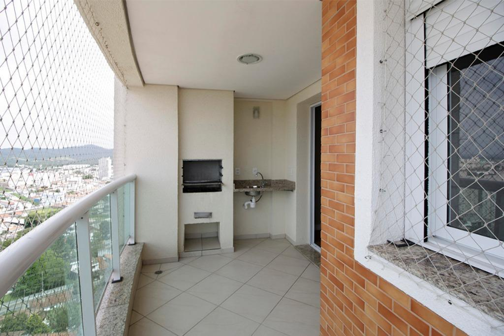 apartamento com varanda gourmet com acabamento bem acima da média