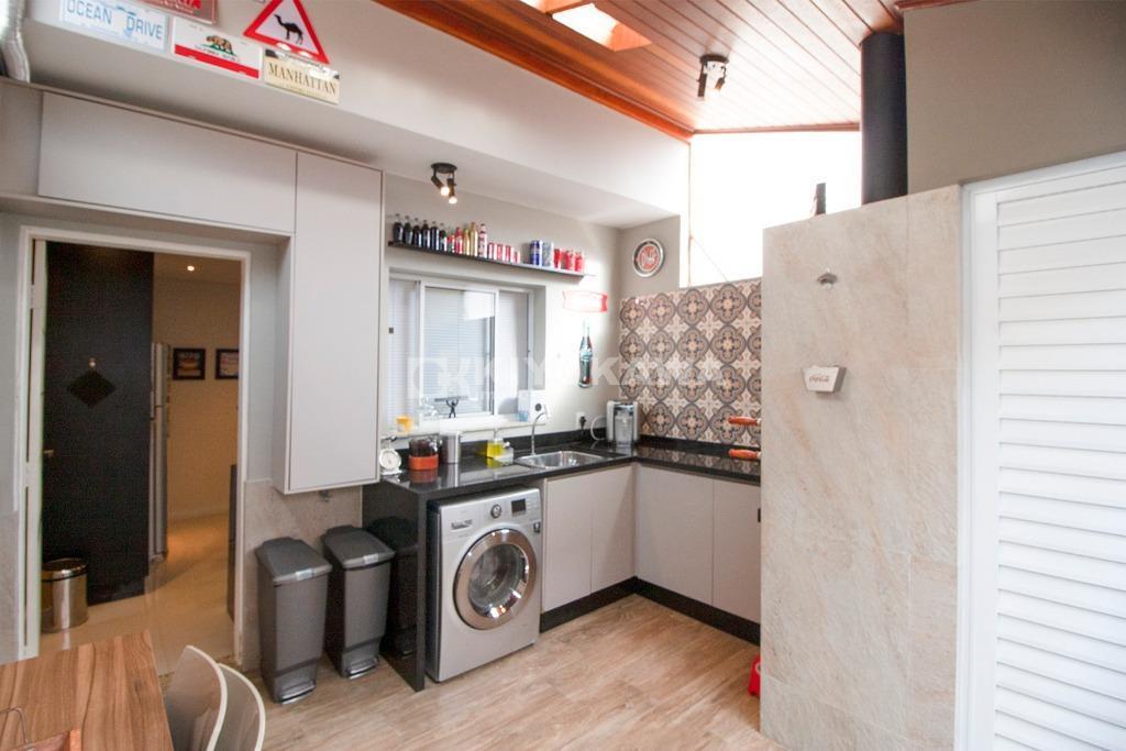 ref. 8325 - sobrado com ótimo acabamento e decoração em condomínio fechado, no bairro de césar...