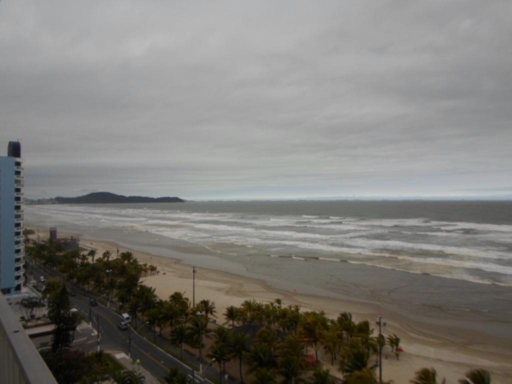 Apartamento com Vista Mar, para Venda ou Aluguel na Vila Tupi, Praia Grande - AP1963.