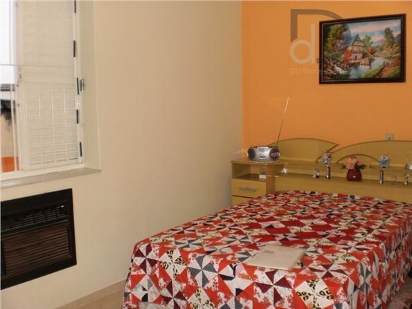 ótima casa reformada c/ pia da cozinha e pisos novos, pintada,3 dorm, sendo uma suíte, e...