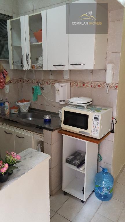 excelente apartamento composto de sala, quarto cozinha e banheiro. imóvel em perfeito estado (reformado). silencioso (em...