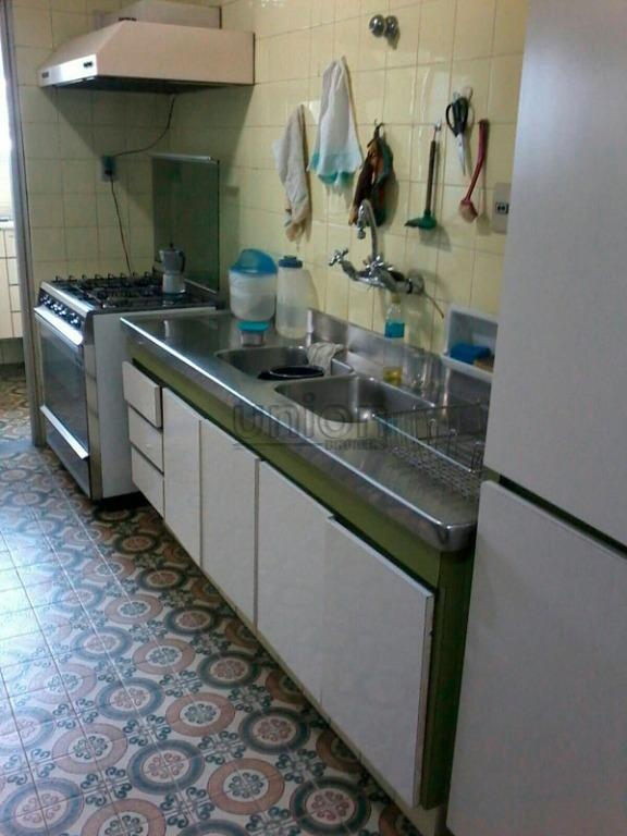 amplo apartamento, bem localizado, quatro dormitórios sendo uma suíte, lavabo, três banheiros, cozinha, área de serviço...