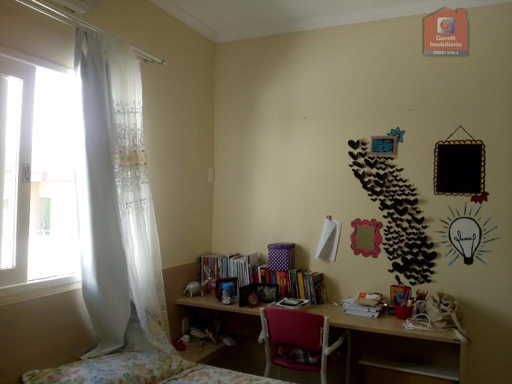 casa duplex com sala para 2 ambientes, varanda, banheiro social, 3 suítes sendo 1 com closet...