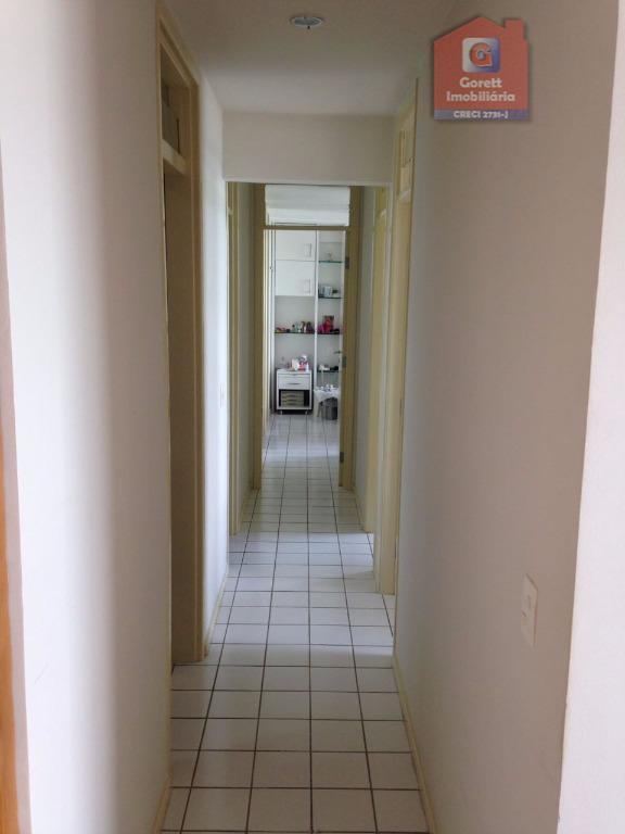 apartamento com sala para dois ambientes, cozinha com armários e mesa em mármore, toda mobiliada (geladeira...