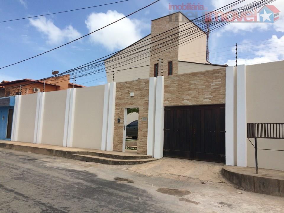 Mansão no Calhau com 6 suites e área de lazer perfeita