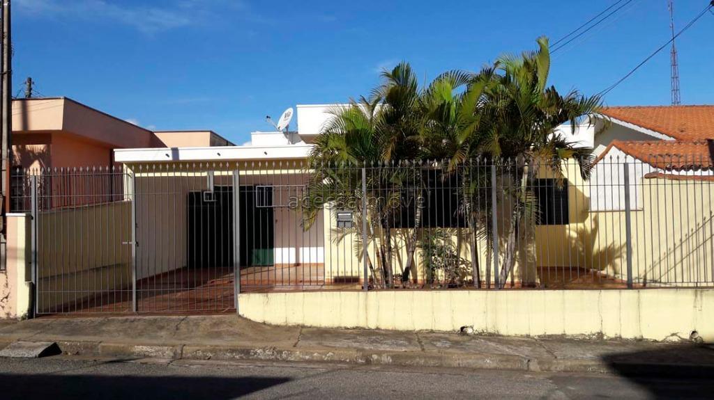 Casa a venda no Centro de Boituva.