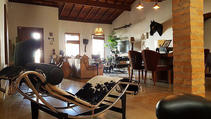 Casa com projeto diferenciado no Portal dos Passaros.