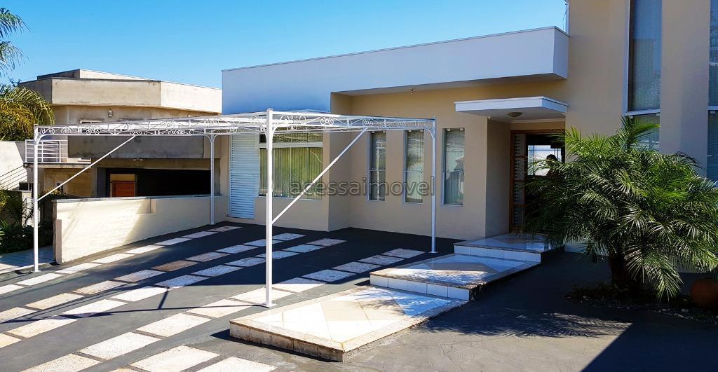 Casa com piscina no Portal dos Pássaros.