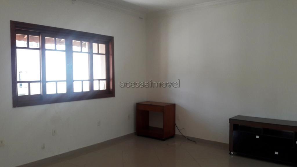 casa para locação, possuí 3 dormitórios sendo 1 suíte com closet, 2 salas, cozinha com armários,...