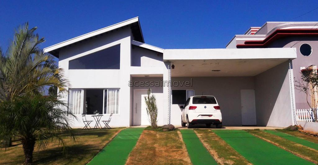 casa linda pronta para morar, excelente padrão construtivo, rua tranquila e excelente vizinhança. casa ampla possui...