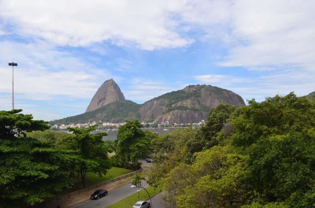 Apartamento com 3 dormitórios à venda, 164 m² por R$ 1.700.000