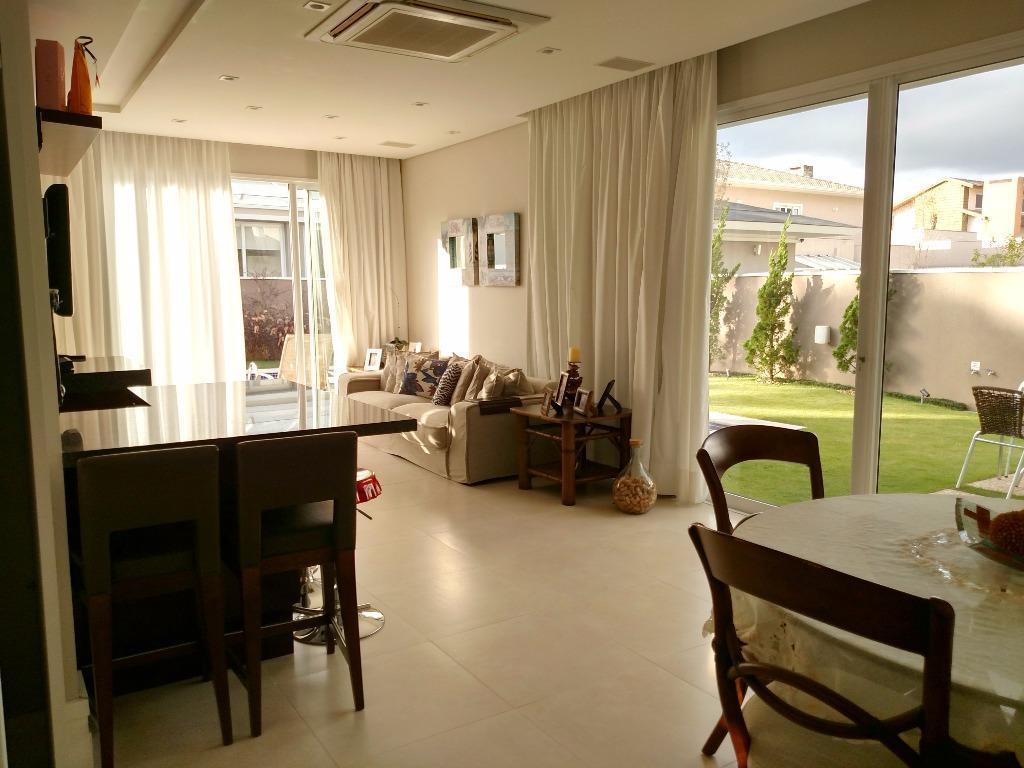 Casa em condomínio com área de lazer completa