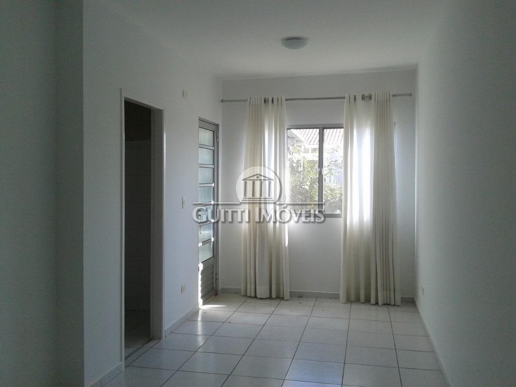 casa com 3 dormitórios, uma suíte, cozinha com armários e fogão. condomínio com portaria 24 horas,...