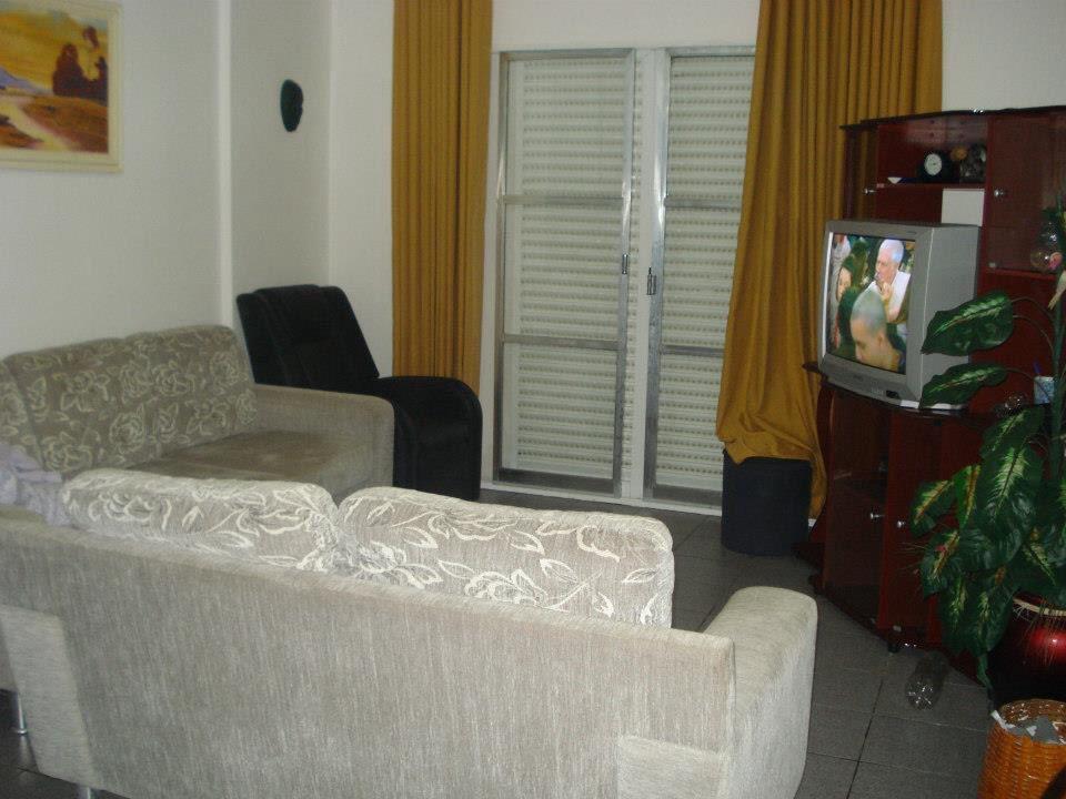 Apartamento de 3 dormitórios em Vila Tupi, Praia Grande - SP
