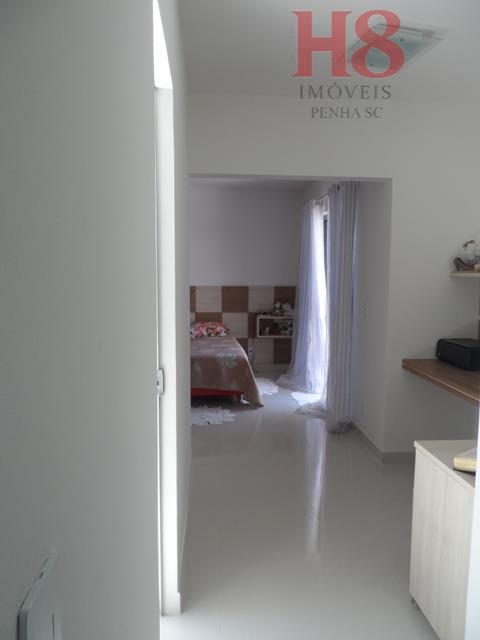 casa na praia de armação, com uma suíte de 42 m com hidromassagem, mais 2 dormitórios,...