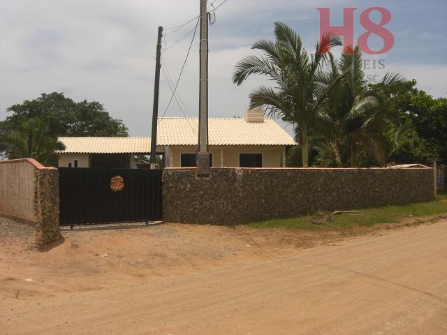 terreno com aproximadamente 2.300,00 m².com 1 casa de alvenaria,com cerca de 120,00 m² ,com laje, 03...