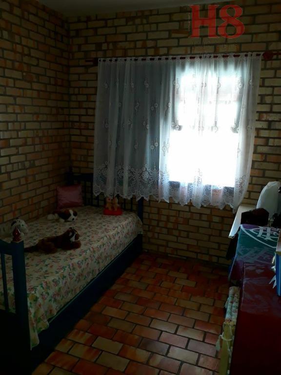 casa localizada em armação, apenas 500 metros do mar, rua sem saída.casa nova, conservada.01 suíte04 dormitóriossala...