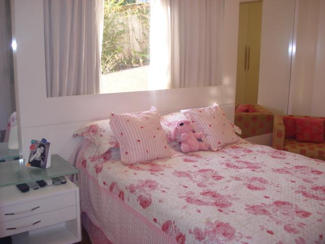 Casa de 4 dormitórios em Bosque Do Vianna, Cotia - SP