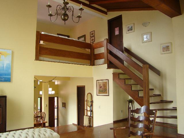 Casa de 3 dormitórios em Parque Dom Henrique, Cotia - SP