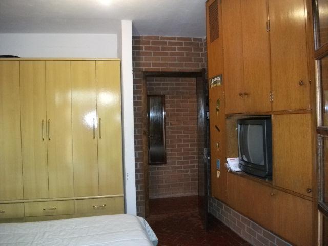 Casa de 5 dormitórios em Chácara São João, Carapicuíba - SP